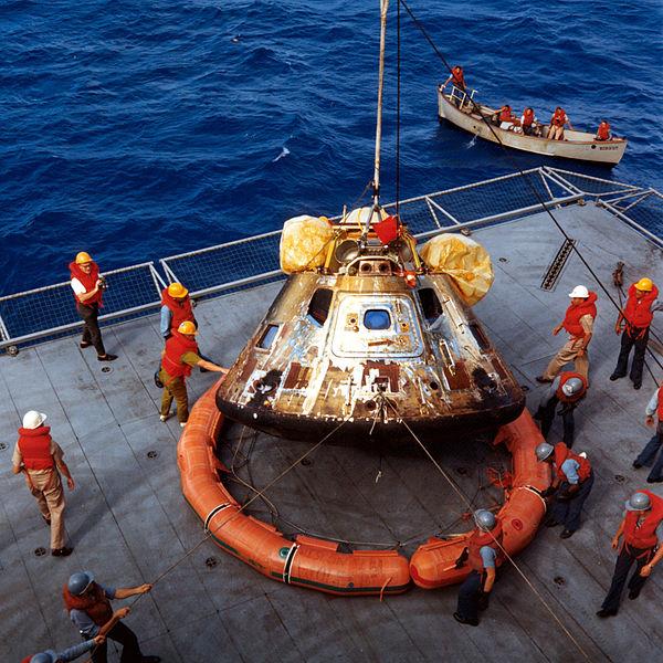 600px-Apollo-11-Capsule