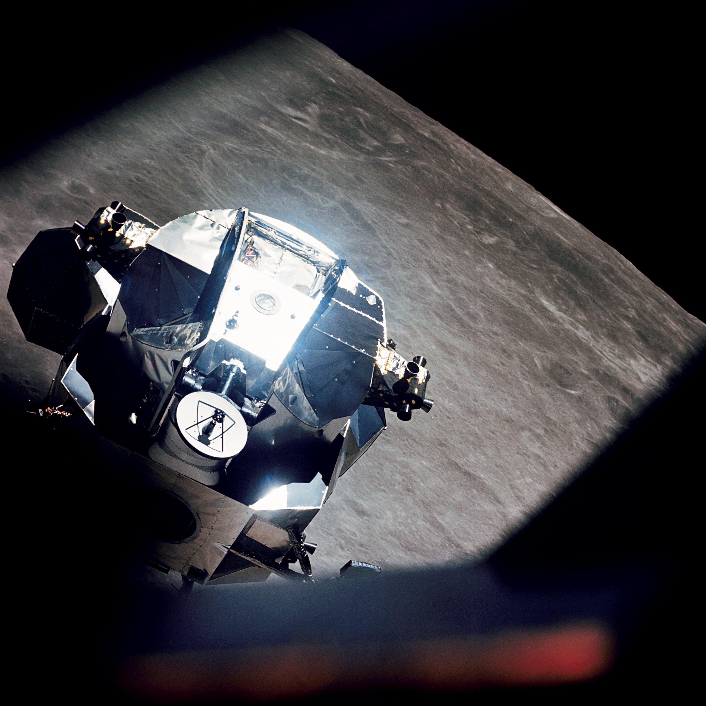Apollo_10_Lunar_Module_Rendezvous