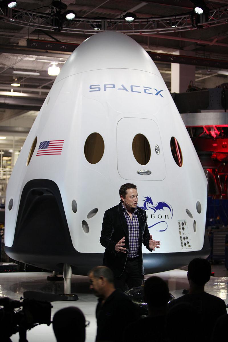Dragon_V2_unveiling,_Elon_Musk_(KSC-2014-2727)