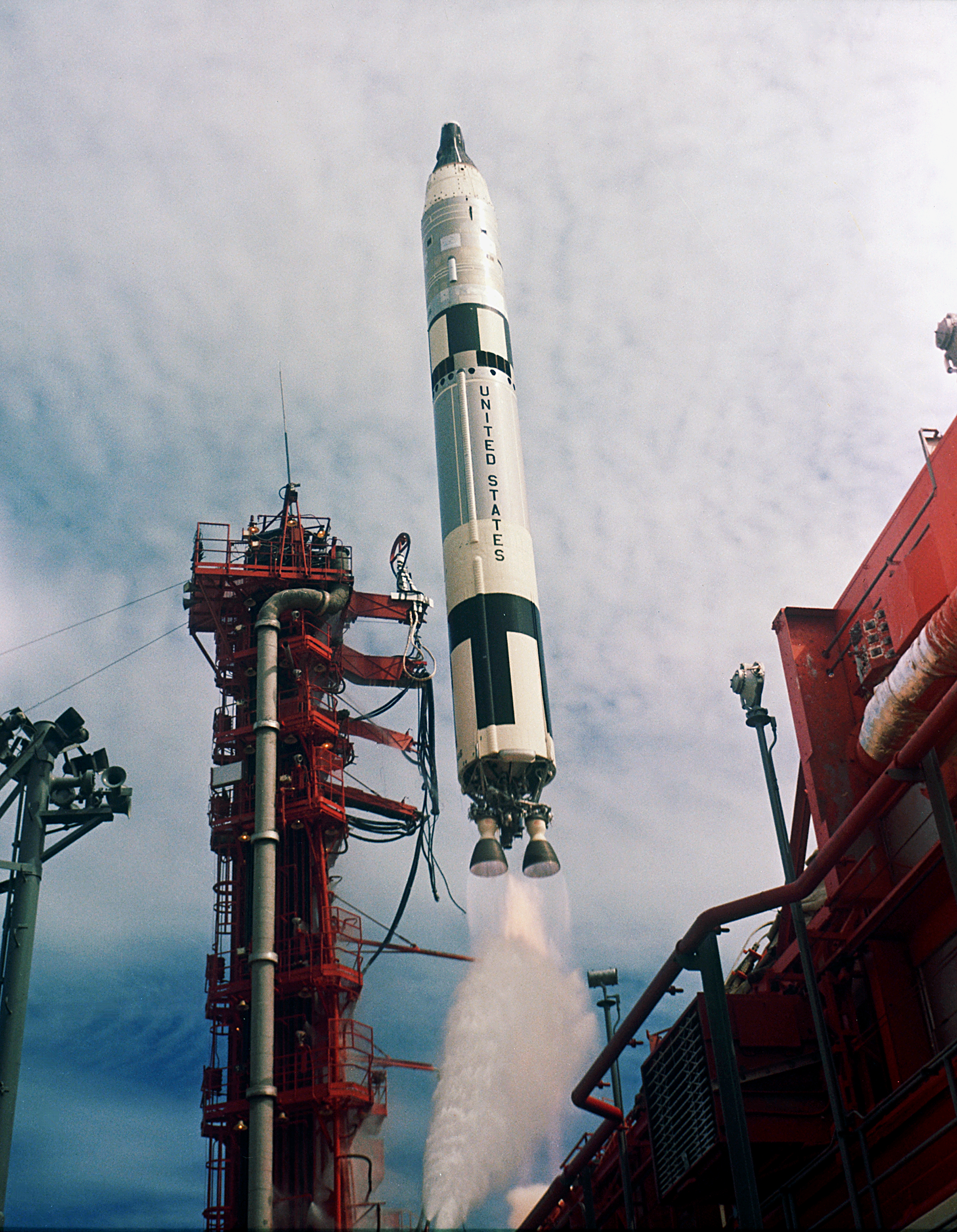 Gemini-Titan_11_Launch_-_GPN-2000-001020