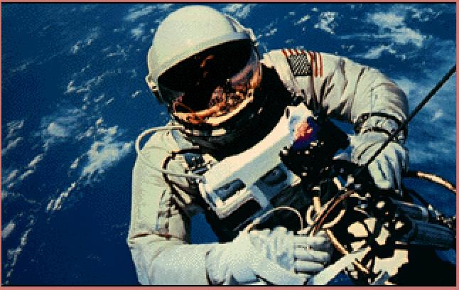 Astronaut utanför rymdfarkost